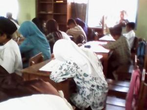 Santri Al-Ghoffaar mengikuti lomba Kaligrafi Al-Quran